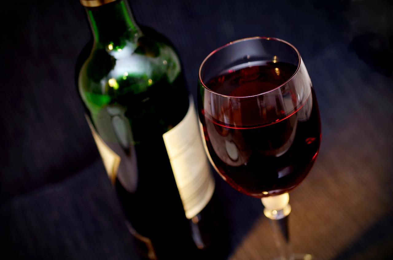 糖質制限ダイエット中のお酒はワインがオススメという嘘